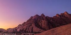 J11. Crpuscule - Spitzkoppe (Darth Jipsu) Tags: namibia africa afrique safari voyage travel spitzkoppe crpuscule twilight soleil sun montagne mountain ombre shadow erongoregion namibie na