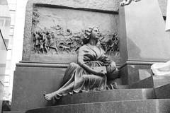 Monumento sentado (carlosamosquera) Tags: recoleta ba argentina nikon mausoleum mausoleo
