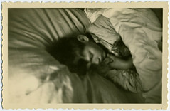 Le petit chat (...Olivier...) Tags: cat chat sieste nap lit bed photo trouve found snapshot vernacular vernaculaire france french sleep sleeping dormir dort garon boy 1960 pierrot