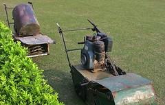 INDIEN, in Sarnath  - Lawn mower (antique), 14558/7538 (roba66) Tags: indiensarnathbuddhastupa lawnmover rasenmher