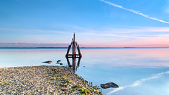 Relaxed sunrise (Ellen van den Doel) Tags: 2016 ellenvandendoel arendshoofd blauw blue color den grevelingen harbor haven holland hout kleur nederland netherlands osse outdoor paal pink pole reflectie reflection roze september sky sunrise water wood zonsopkomst brouwershaven zeeland nl