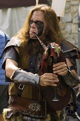 mercado medieval 4 (Javier Colmenero) Tags: mercadomedieval vitoriagasteiz gaita gaietero nikon nikond3100 msico musician retrato portrait wyrdamur alava folk