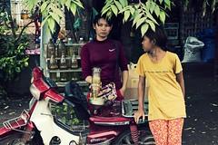 Gasolinera camboyana (Egg2704) Tags: camboya cambodia retrato retratos gasolinera gasolineras egg2704 ព្រះរាជាណាចក្រកម្ពុជា