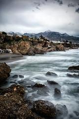 Nieve en la costa (carlosjaime) Tags: nerja playadecalahonda mar rocas nieve montaña costa playa cielo nubes dramatismo seda invierno nikond7100 sigma1020