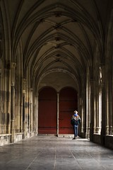 Choice (Florencia Jadia) Tags: lighting street door old travel light people sunlight streetart holland art netherlands lines architecture construction arquitectura utrecht cathedral dom curves perspective streetphotography dome holanda streetphoto traveler