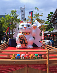 Money Cat (Japanorama) Tags: cats money cute history strange japan religious japanese amazing paw scenery stage traditional religion scenic belief wave legendary historic bigcat unusual tradition gesture spiritual shinto kansai legend ise shintoshrine superstition japaneseculture myth deity superstitious prosperity luckycharms goodluck supernatural spiritworld memorable shintoism goodfortune prosper mieprefecture