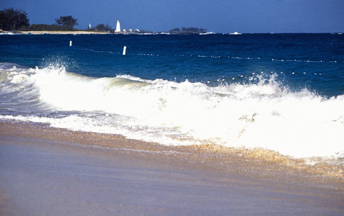 "Bahamas 1988 (261) Paradise Island: Paradise Beach / Hog Island Lighthouse • <a style=""font-size:0.8em;"" href=""http://www.flickr.com/photos/69570948@N04/23457385093/"" target=""_blank"">View on Flickr</a>"