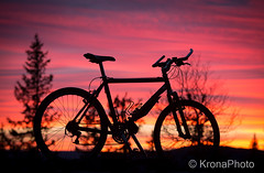 Night biker, Norefjell, Norway (KronaPhoto) Tags: 2016 hst natur night biker bike solnedgang sun colors natt autumn sykkel norway silhouette silhuett sport sky himmel farger