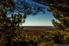 Hole Of Fall (Saydryk Photography) Tags: fall automne autumn feuille leaf arbre tree ciel sky bleu blu orange rouge red vert green sapin pine rigaud mount mont horizon paysage landscape