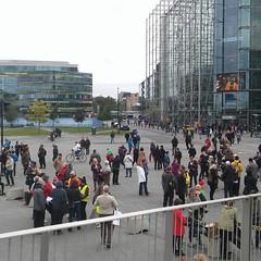 Peli poikki -miekkarissa klo 11:39 jo tämän verran porukkaa. #pelipoikki #eirasismille #noracism #safestadi  Peli poikki demonstration against racism in Helsinki.