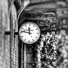Il est l'heure #instabelgium #instabrussels #montre #heures #bnw #bnwphotography #amateurs_bnw #foto_blackandwhite #blackandwhite #blacknwhite_perfection #bnw_rose #bnw_just #bnw_planet #instagram #cateau #bxl (jeancuvelier) Tags: noiretblanc bnw athénéerobertcatteau heure montre robertcatteau brussels bruxelles instagramapp square squareformat iphoneography