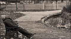 45 Degree (Vide Cor Meum Images) Tags: mac010665yahoocouk markcoleman markandrewcoleman videcormeumimages vide cor meum nikon d750 clapham common sleep rigid street candid mono park london england english sleeping 45 degrees asleep parks bw