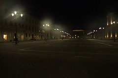 piazza Garibaldi di sera - Senigallia (walterino1962) Tags: piazza palazzi persone panchine portoni finestre lampioni luci ombre riflessi senigallia ancona