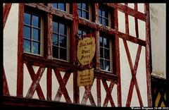 La Maison du Pont Ferr (1550) (XBXG) Tags: wood house france troyes de la wooden  10 champagne cit du pont frankrijk huis maison rue ferr colombage 1550 aube colombages vakwerk