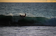 Floater (JoanZoniga) Tags: sea people seascape praia beach sport canon landscape photography backyard costarica surf waves action surfer wave playa paisaje surfing playahermosa fotografia hermosabeach sl1 centralamerica puravida floater centroamerica playajaco x7 canonphotography surfphotography jacobeach beachphotography americacentral 100d pacificocentral eos100d kissx7 eoskissx7 eosrebelsl1 jczuniga