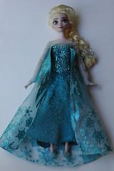 Elsa OOAK (Vizzza) Tags: frozen doll ooak disney queen le exclusive elsa customizedtoys