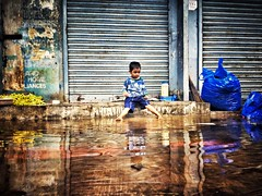 When life gives you rainy day play in puddles... #snapseed #streetphotography #triplicane #Chennai #kid (Deepu Appaswamy) Tags: kid streetphotography chennai triplicane snapseed