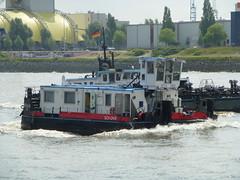 SCH 2412 (skumroffe) Tags: germany deutschland boat ship hamburg tugboat tug tyskland stpauli schiff fartyg bogserbt sch2412