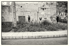 Outcast (toletoletole (www.levold.de/photosphere)) Tags: street bw man iran sw mann streetcorner esfahan isfahan xt1 strasenecke fujixt1