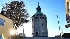 Valbergtrnet - Stavanger (Orry_2000) Tags: valberg valbergtrnet trn tower stavanger norway norge rogaland sun sky himmel canon 750d orry eos tree building bygning fire old gammel flamme brann 1855mm