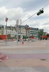 Superkilen (Florian Thein) Tags: kbenhavn denmark kopenhagen dnemark superkilen nrrebro ffentlicherraum platz publicspace superflex big bjarkeingels bjarkeingelsgroup topotek1 architecture urbanplanning architektur stadtplanung rot red farbe color film analog 35mm canonf1 fujicolorsuperia