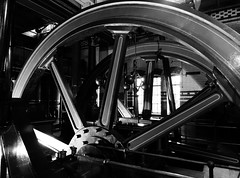 Olwyn / Wheel - Abbey Pumping Station - Caerlr / Leicester (Rhisiart Hincks) Tags: rod olwyn wheel gurpil roth caerlr leicester abbeypumpingstation gorsafbwmpio duagwyn gwennhadu dubhagusgeal dubhagusbn zuribeltz czarnobiae blancinegre blancetnoir blancoynegro blackandwhite  bw feketefehr melnsunbalts juodairbalta negruialb siyahvebeyaz rnoinbelo    zwartenwit mustajavalkoinen crnoibelo ernabl schwarzundweis england sasana brosaoz ingalaterra angleterre inghilterra anglaterra  angletrra sasainn  anglie ngilandi lloegr powsows ewrop europe eu ue amgueddfa mirdi museum taightasgaidh iarsmalann museo