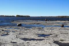 A look towards the Portage Bridge along the Ottawa River in Hull (Gatineau), Qubec (Ullysses) Tags: hull gatineau qubec autumn automne ottawariver riviredesoutaouais portagebridge