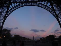 Le soir tombe sous la Tour Eiffel (merlaudp) Tags: france tour paris eiffel eiffeltower evening soir city ville clouds ciel sky lumières lights olympus inexplore