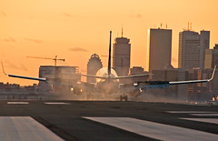 Smoky Boston Skyline Sunset (jp.marottta) Tags: n537as alaskaairlines boeing kbos loganairport boston skyline prudentialbuilding hancocktower rwy27 landing smokeshow nikond90 telefoto