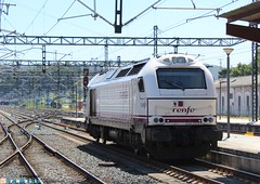 Maniobras (yagoortiz) Tags: renfe 334003 594010 estacion via trenhotel galicia