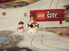 A snowman is built in Advent (Paranoid from suffolk) Tags: 2016 lego advent calendar city snowmen christmas