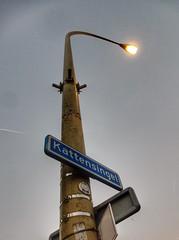 Kattenpaal (sander_sloots) Tags: gouda kattensingel lantaarnpaal lichtmast boogmast straatverlichting straatlantaarn philips armatuur srp12 hrp12 streetlight lampadaire luminaire lamppost streetlamp leuchte hps lamp sont vredebest gato