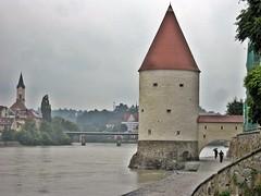 Passau - Schaiblingsturm (zorro1945) Tags: rain river germany deutschland bavaria promenade danube passau donau riverinn schaiblingsturm cityofthreerivers innpromenade dreiflussestadt
