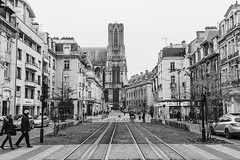 Cours Jean-Baptiste Langlet (sebastienloppin) Tags: reims 24105f4l canon street blackandwhite blackwhite noiretblanc noirblanc noir blanc white black rue cathedrale france