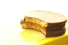 Alfajor (Michele Tiemi) Tags: food candy havanna dulcedeleche alfajor