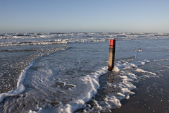 zonsondergang paal 11,33 (beta karel) Tags: blue sunset sea sky white dutch noordzee wave pile foam texel 2015 betakarel