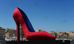 Marseille -  la chaussure sur le Vieux-Port (AlCapitol) Tags: marseille vieuxport nikon d800 batau chaussure footwear mouette oiseau