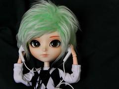 Such a lonely day (Pliash) Tags: doll isul pullip cute kawaii pastel mint hair emo dark duke rewigged music phones
