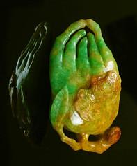 A Green Purple Red Three-Colored Jadeite carved Auspicious Bat Longevity Fungus Buddhist Hand Qing Dynasty 297 grams 清朝天然緬甸A貨三彩雕翡翠佛手