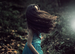Blurry dream (Sus Blanco) Tags: blurry dream surreal fantasy artisticportrait conceptual forest light magical longhair green