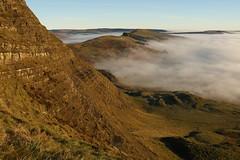 Mam Tor Bare Bones (Derbyshire Harrier) Tags: geology strata bedding 2016 winter mamtor peakdistrict peakpark nationaltrust derbyshire darkpeak mist fog hopevalley greatridge landslide humockyground november