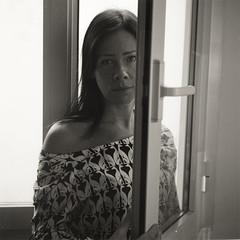 margherita (Matteo Grande) Tags: margherita portrait window finestra ritratto biottica yashicad ilford400delta film shy