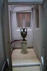143 (magic penguin ^^) Tags: barcelona ceramica hotel arthur room vessel sala catalonia romantic catalunya habitacin sitges habitaci duch massatges vasija romntic