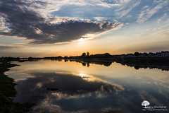 Le nuage de la baleine (photosenvrac) Tags: reflet nuage paysage loire leverdesoleil fleuve blois rgioncentre thierryduchamp