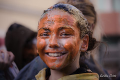 The orange face (cristoeuridice) Tags: street portrait people smile festival fun pessoas faces joy streetphotography carnaval loul espectculos