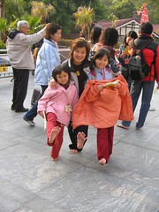 253168274KzMcWn_fs (Zappacity) Tags: park girls woman cold mom asian mother mum barefoot oriental soles