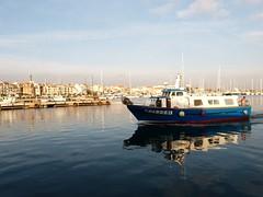 Cambrils , port Dic 2015 (11) (calafellvalo) Tags: blue sea costa fish faro navidad coast boat fishing mediterranean gaviotas cambrils mediterrneo fischer baixcamp ti angling calafellvalo tofishazul