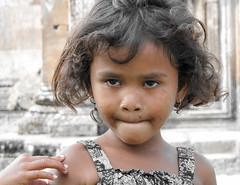 Cambodia : Anlong Veng, Portraits #4 (foto_morgana) Tags: portrait people girl outdoors asia cambodia character earring jewellery portret lightroom anlongveng juwelen joaillerie persoonlijkheid karakter nomodelrelease caractre prasatpreahvihear dangrekmountains travelexperience editorialonly joyria
