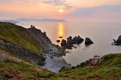Solpor en Loiba - Sunset in Loiba (Gato M) Tags: sunset sea ortigueira galicia sun solpor mar cloud nubes beach cliff cants acantilado ortegal