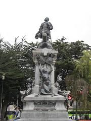 "Punta Arenas: la Plaza de Armas et sa statue de Magellan <a style=""margin-left:10px; font-size:0.8em;"" href=""http://www.flickr.com/photos/127723101@N04/30252462476/"" target=""_blank"">@flickr</a>"